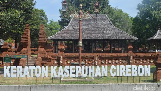 Keraton Kesultanan Cirebon merupakan salah satu peninggalan kerajaan yang masih berdiri