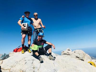 cumbre-cima-pico-urriellu-naranjo-bulnes-aventura-enlacima