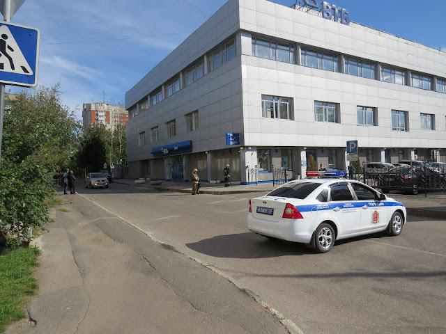 Бомбуэ в банке ВТБ у Буревестника.