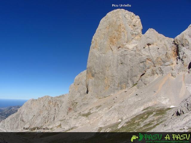 El Pico Urriellu desde las inmediaciones del Jou Sin Tierre.