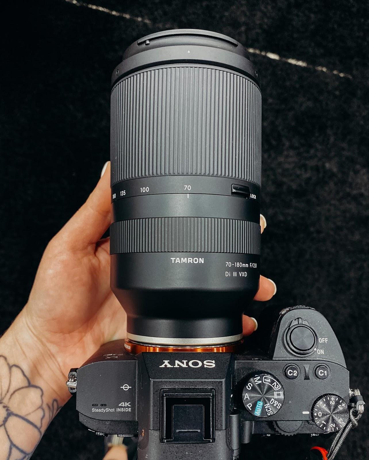 Объектив Tamron 70-180mm f/2.8 на камере Sony