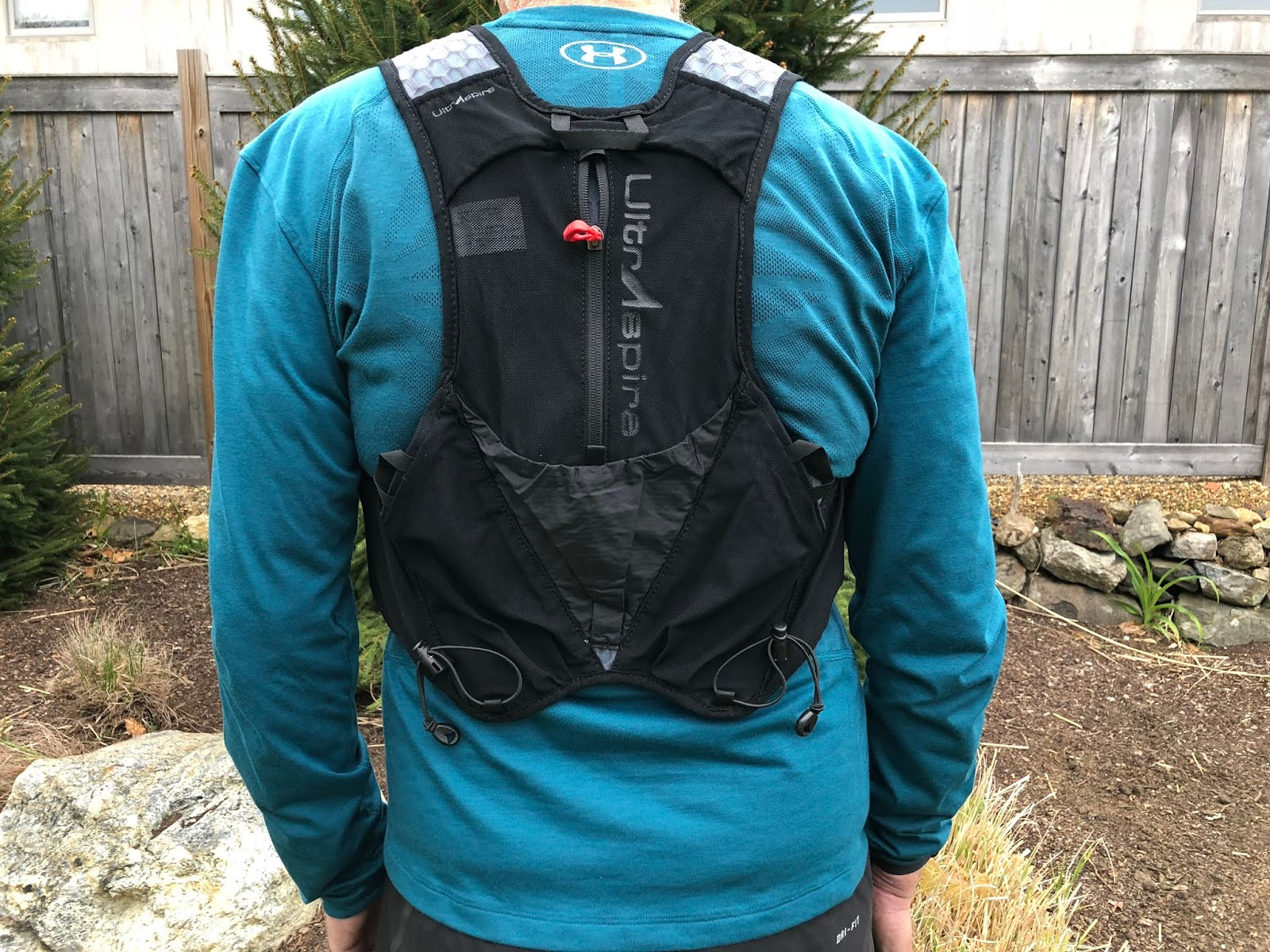 e08a5e63c6 The vest is constructed almost entirely of a very large holed 3D mesh with  the exception of its mesh pockets and small piece of ripstop towards the  bottom ...