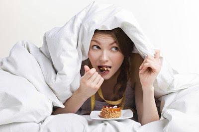 Pourquoi doit-on manger avec précaution avant d'aller se coucher?