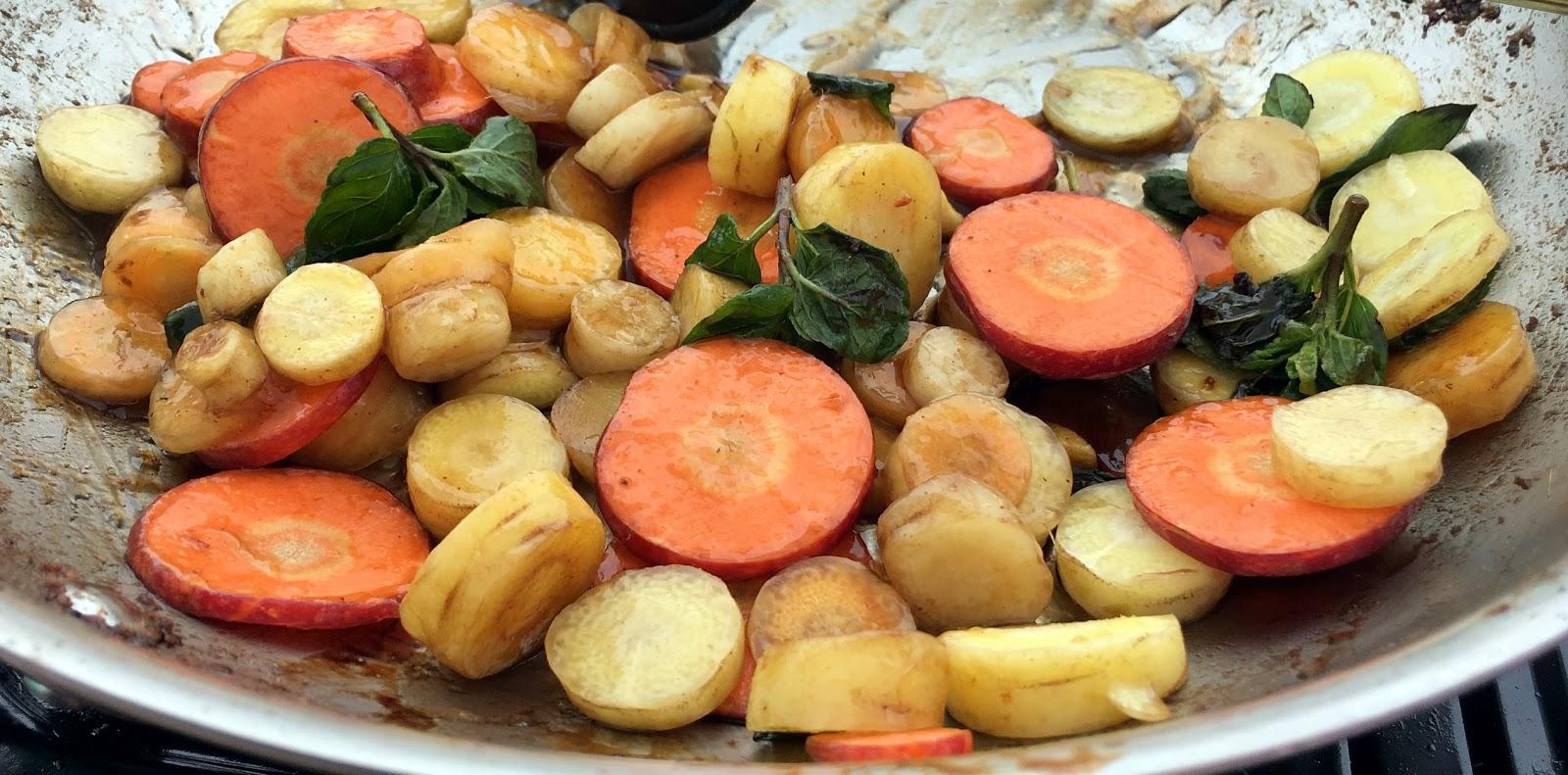Pomegranate-Balsamic-Glazed Carrots Recipe — Dishmaps