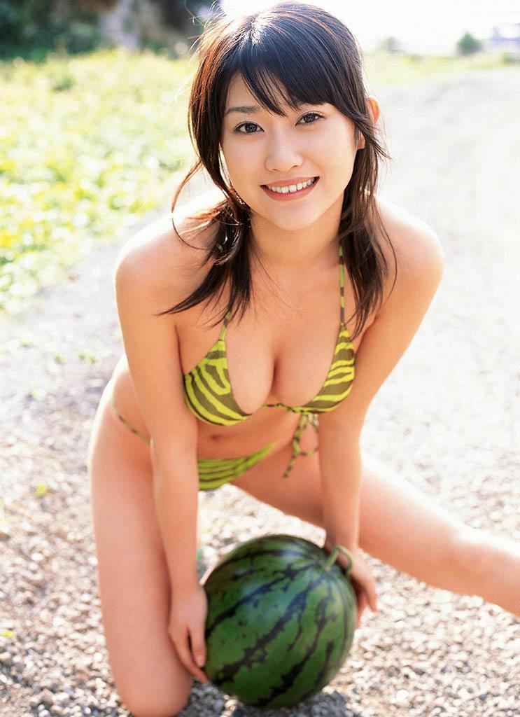 mikie hara sexy bikini pics 02