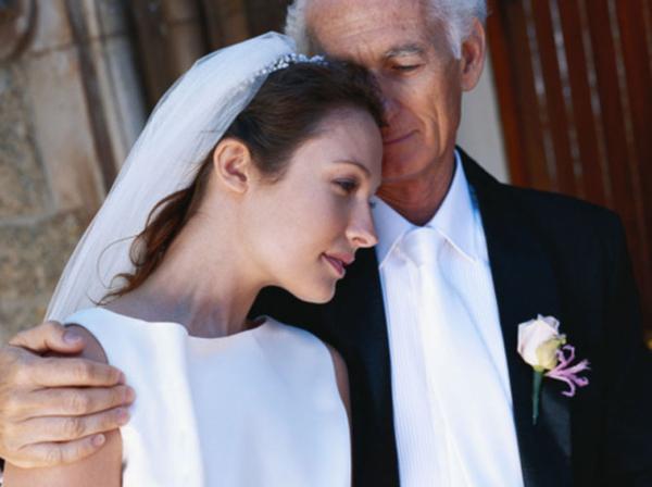 Молодая девушка в нашем селе за старика замуж вышла, думала наследство получить, только жених все предвидел