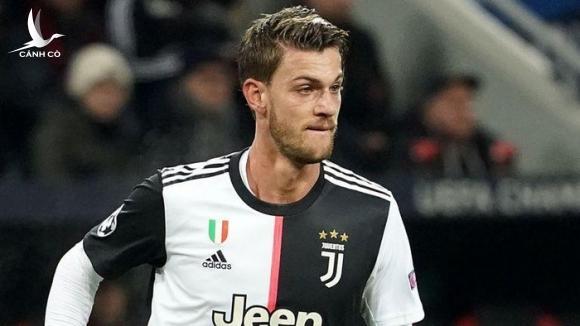Đồng đội Ronaldo dương tính với Covid-19, CLB Juventus náo loạn