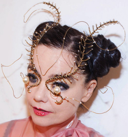 Music Television presents Björk and her music video to Notget