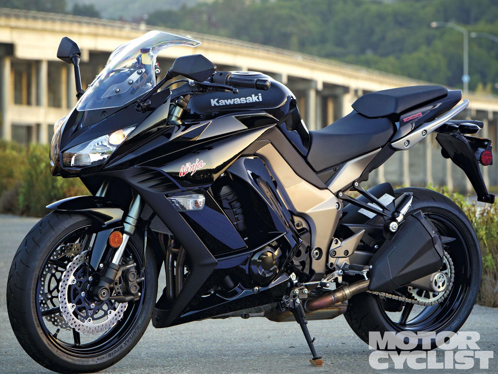 Black Kawasaki Ninja 1000 Bike