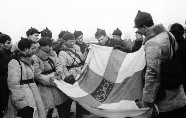 14 March 1940 worldwartwo.filminspector.com Finnish flag Soviet soldiers