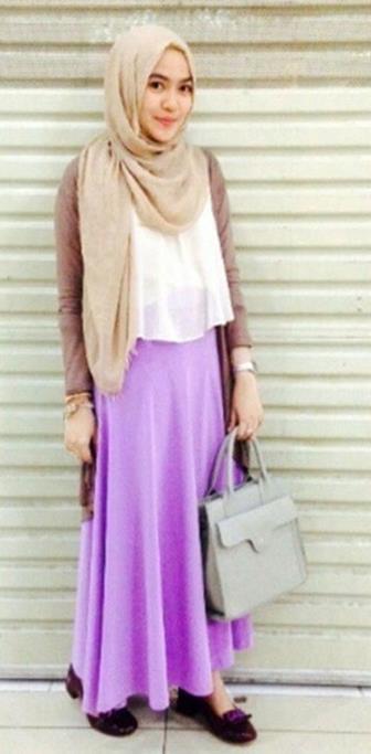 Padukan Cardigan Dengan Long Skirt Agar Penampilan Makin Modis