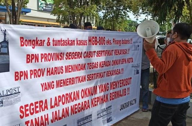 Protes Terkait Dugaan Sertipikat Rekayasa HGB eks. Pinang Babaris Sejumlah Massa Menggelar Demo   Kota Samarinda