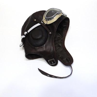 Кожаный шлем: демисезонный вариант на синтепоне и зимняя шапка шлем  на натуральном меху (натуральная овчина). Детские размеры, взрослые размеры на заказ: oksmoroz@yandex.ru