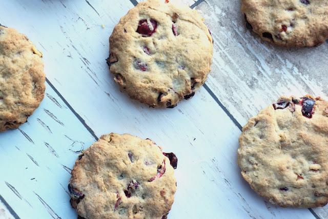 Vegan cranberry, orange and pistachio biscuits recipe
