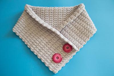 Cuello de ganchillo de lana con botones