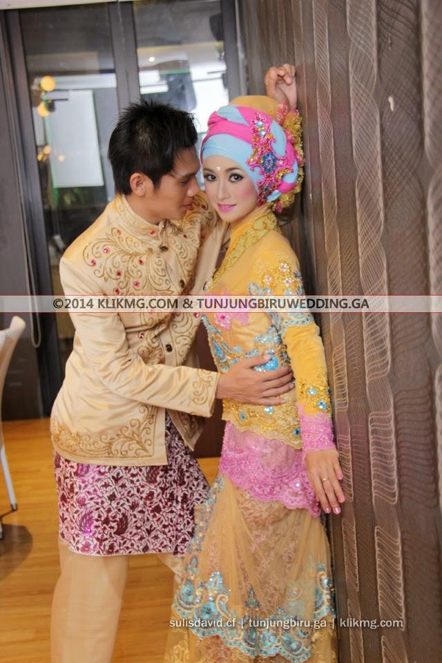 Pernikahan SULIS & DAVID Mode Hijab Muslimah - Tata Rias & Busana oleh Tunjung Biru Rias Pengantin, Foto oleh Klikmg Fotografi