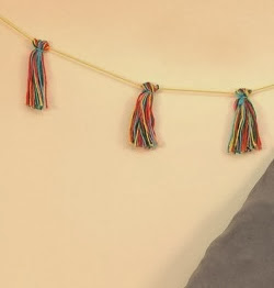 http://lasmanualidades.imujer.com/6795/guirnalda-de-lana-para-decorar-cumpleanos