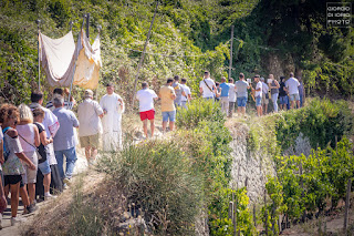 Santa Maria al Monte, Pellegrinaggio a Santa Maria al Monte, Chiesa di Santa Maria al Monte, Isola d' Ischia, foto Ischia, Antiche tradizioni dell' Isola d' Ischia, Forio