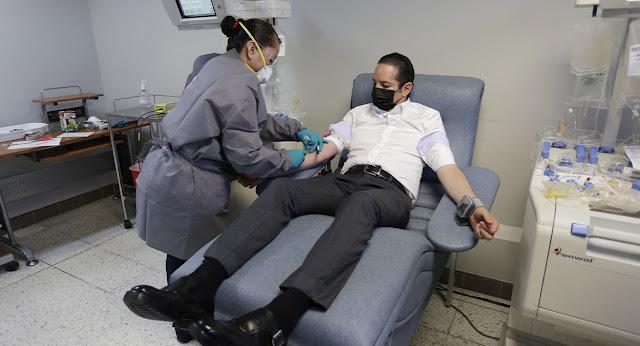 Pancho Domínguez es el primer donador de plasma en Querétaro