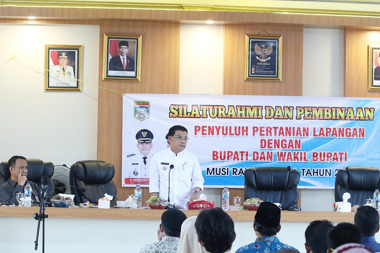 Devi Suhartoni (HDS) saat melakukan pertemuan dan pembinaan petugas Penyuluh Pertanian Lapangan (PPL) Dinas Pertanian dan Perikanan Muratara. (Poto/Ist)