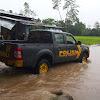 Wilayah Polut Diguyur Hujan Deras, Kapolsek Polut Pimpin Patroli Kewilayah Rawan Banjir