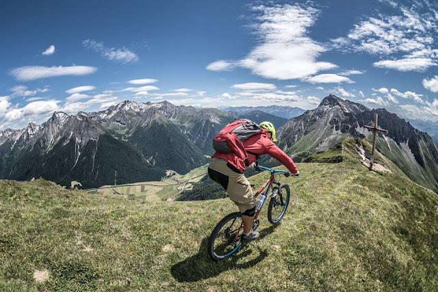 Bikebergsteigen Flatschspitze Brenner, Südtriol, MTB