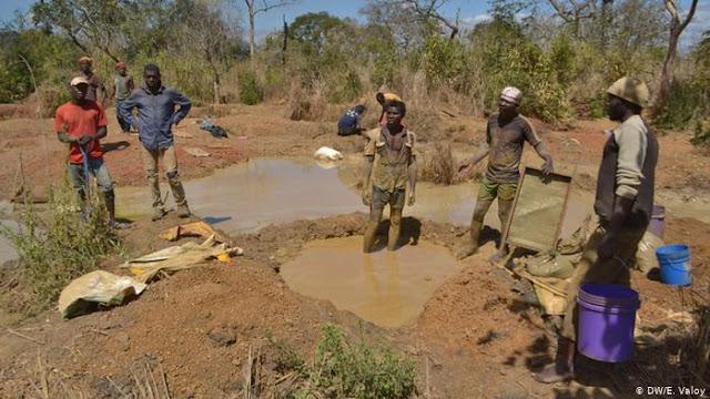 Moçambique | Garimpeiros denunciam envolvimento das autoridades em circuito ilegal