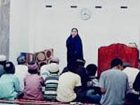 Siswi MAN Karo Sampaikan Kultum Shalat Tarawih Masjid At-Takwa Simpang Empat