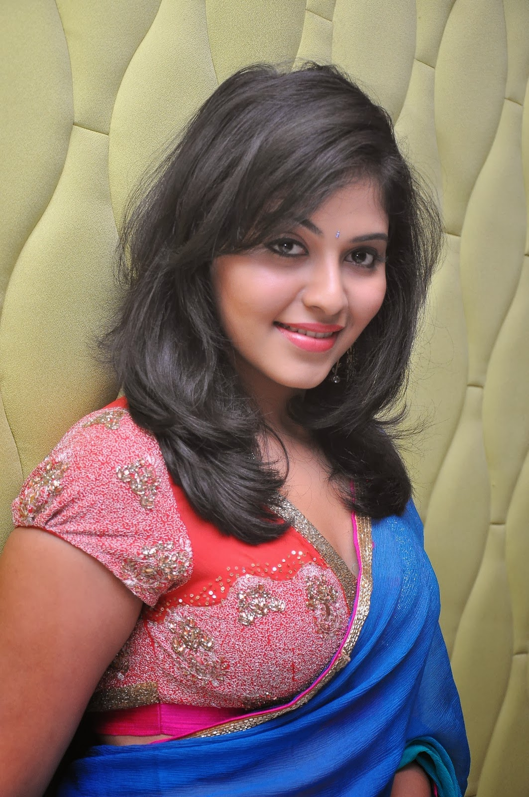 Mirchi Stills: Actress Anjali Latest Hot Navel Show Photos ...