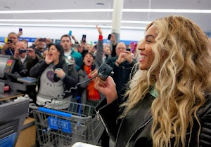 Beyonce: it offers 37,000 dollars gift cards to customers during a surprise visit to a supermarket in Massachusetts!