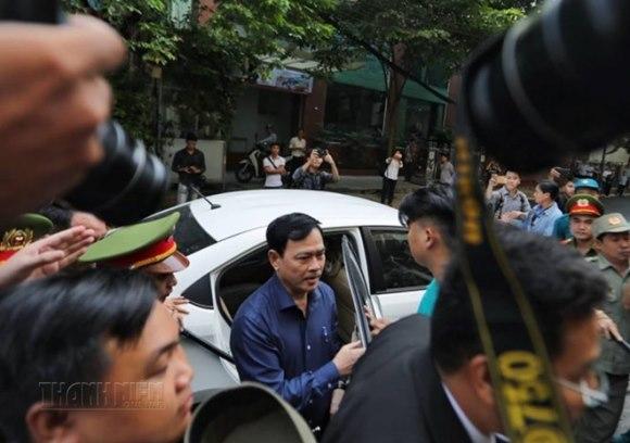 Tòa án xét xử Nguyễn Hữu Linh tội dâm ô 8