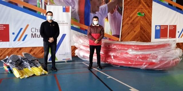 Mindep IND entregó tres kayaks en beneficio de menores de Maullín