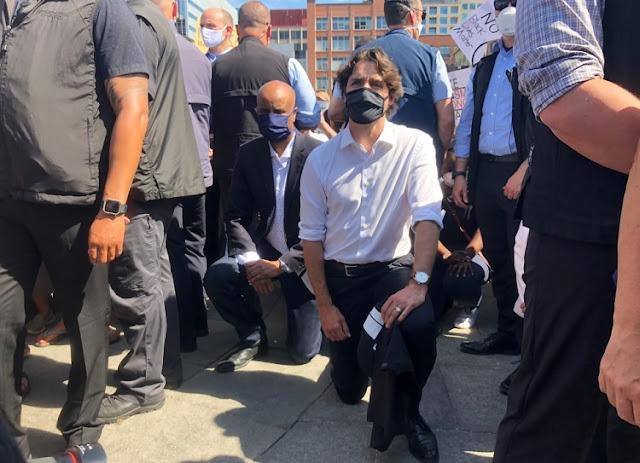 Thủ tướng Canada tham gia biểu tình quỳ gối phản đối phân biệt chủng tộc