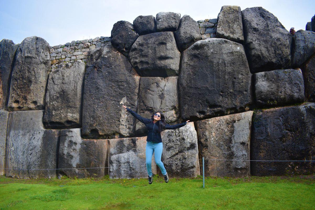 encaixe perfeito de rochas que pesavam toneladas