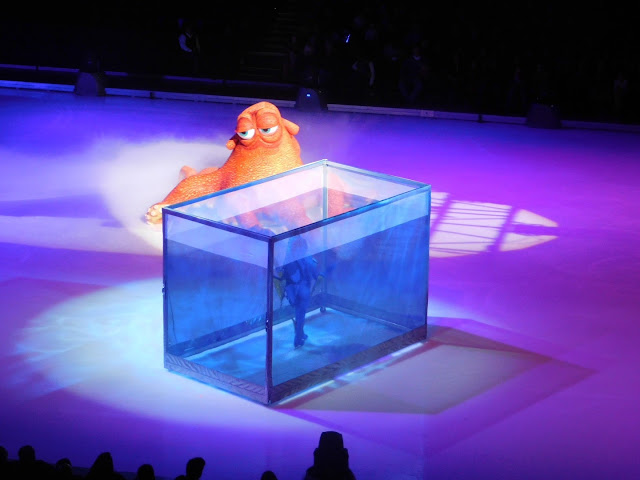 Disney on Ice presents Follow Your Heart | Dory and her new friend