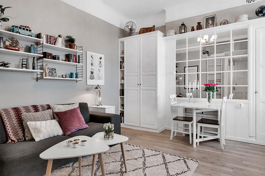 Garsonieră de 26 m² cu pat deasupra intrării