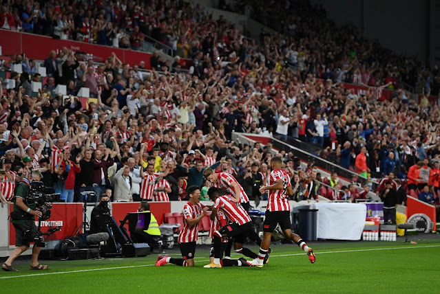 Brentford fans and players jubilate as Canos open the scoring against Arsenal