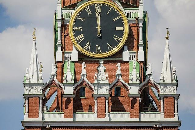 Куранты на Спасской башне Кремля возобновили работу