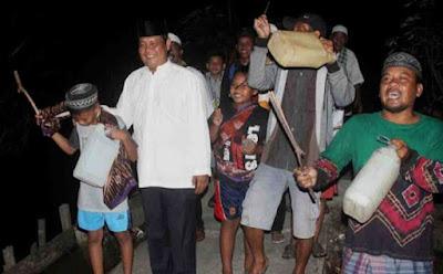 Tradisi Bagarakan Sahur (Tradisi Adat Banjar Kalimantan)