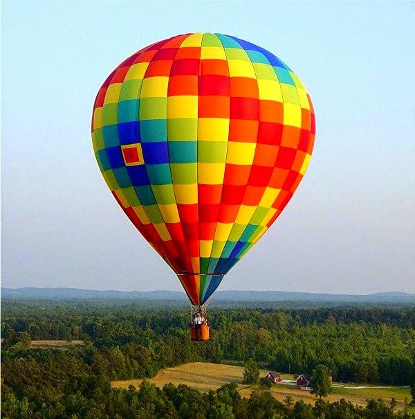 Gambar balon terbang warna-warni