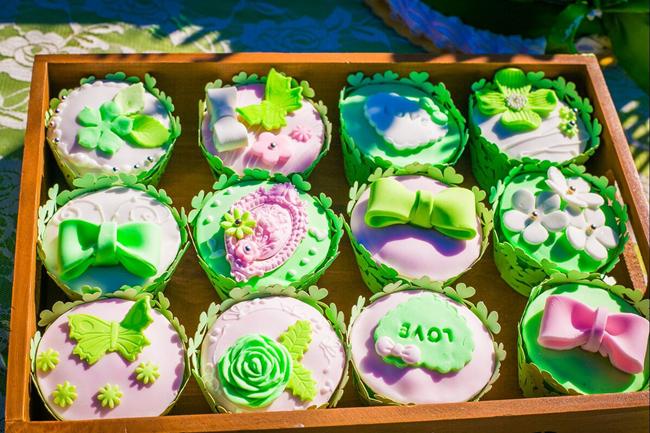 pink green wedding cupcake