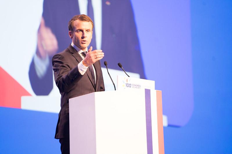"""Emmanuel Macron: """"Les institutions ne suffiront pas à vaincre l'hydre islamiste"""""""