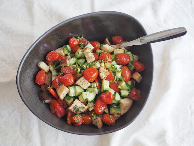 panzanella kypsennetyistä tomaateista