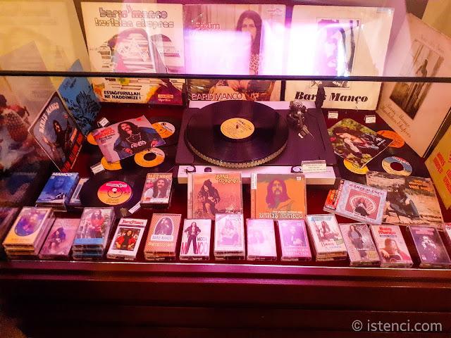 Barış Manço 81300 Müzesi: Barış Manço'nun albümleri, plaklar ve kasetler...