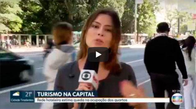 HOMEM MOSTRA DEDO DO MEIO AO VIVAÇO NA GLOBO E JORNALISTA ACHOU FEIO