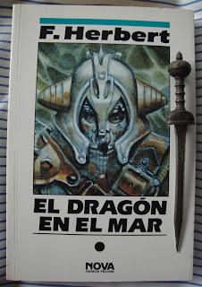 Portada del libro El dragón en el mar, de Frank Herbert