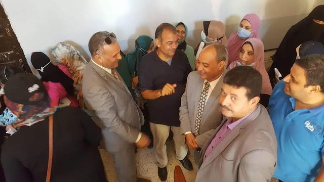 استجابة للخبر المصري مدير تعليم سوهاج يتابع حملة التطعيم ضد فيروس كورونا بمدرسة الباحثه