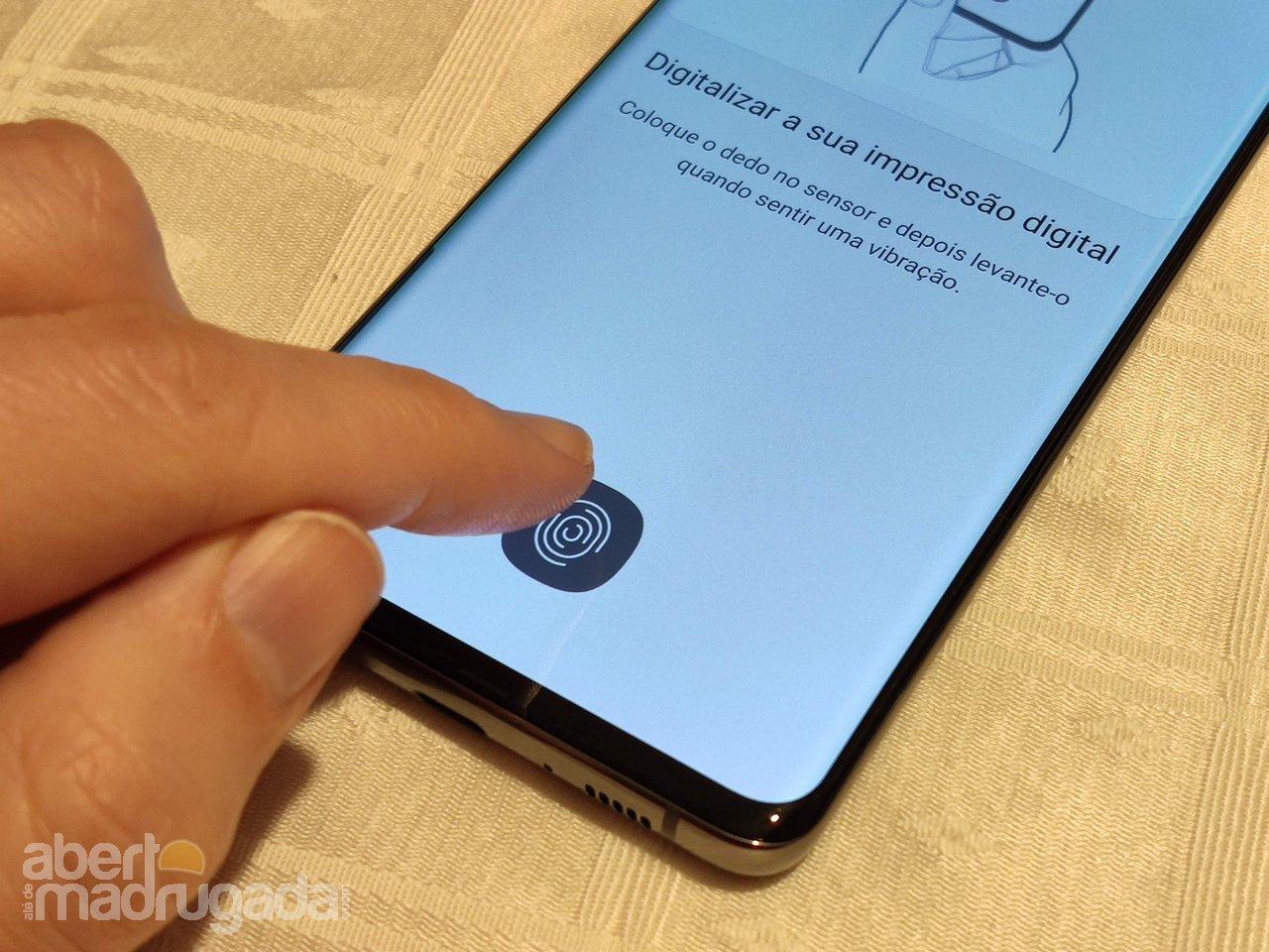 Sensor ultrasónico do Galaxy S10 enganado por impressão 3D