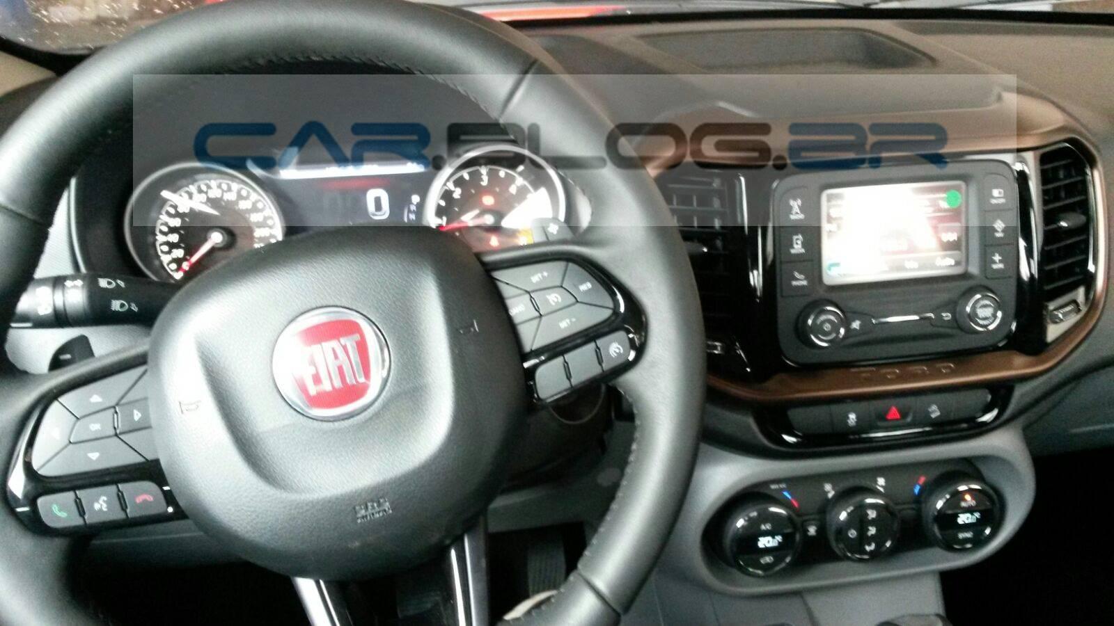 Fiat Toro Freedom 1.8 Flex Automática - interior