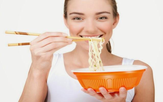Bahaya Makan Mie Instant Dengan Nasi